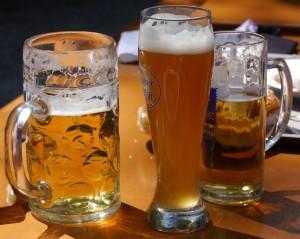 Schon ein Maß Bier führt zu Veränderungen in den Gehirnzellen....